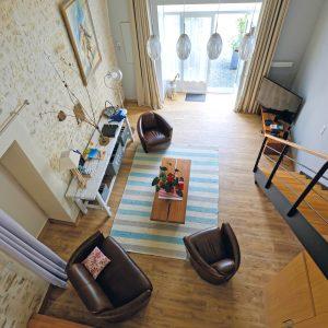 Gite La Grange : le salon vue de la chambre
