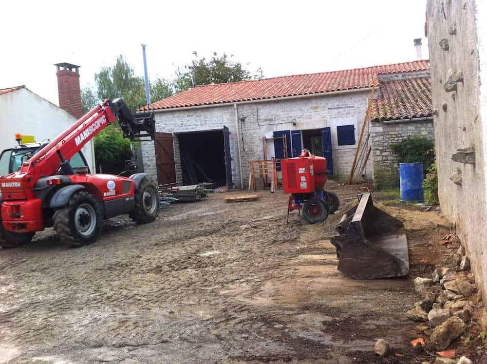 travaux au gite La grange : la cour